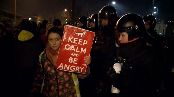"""""""Legge schiavista"""": un'altra notte di protesta a Budapest"""