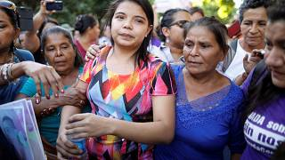 Absuelta la salvadoreña acusada de intentar abortar tras años de violaciones