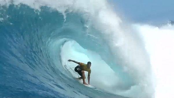 Gabriel Medina sela segundo título mundial com triunfo no Havai