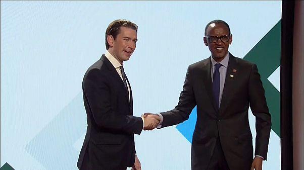 Avrupa Birliği Afrika'yı Çin'e bırakmamak için adım atıyor