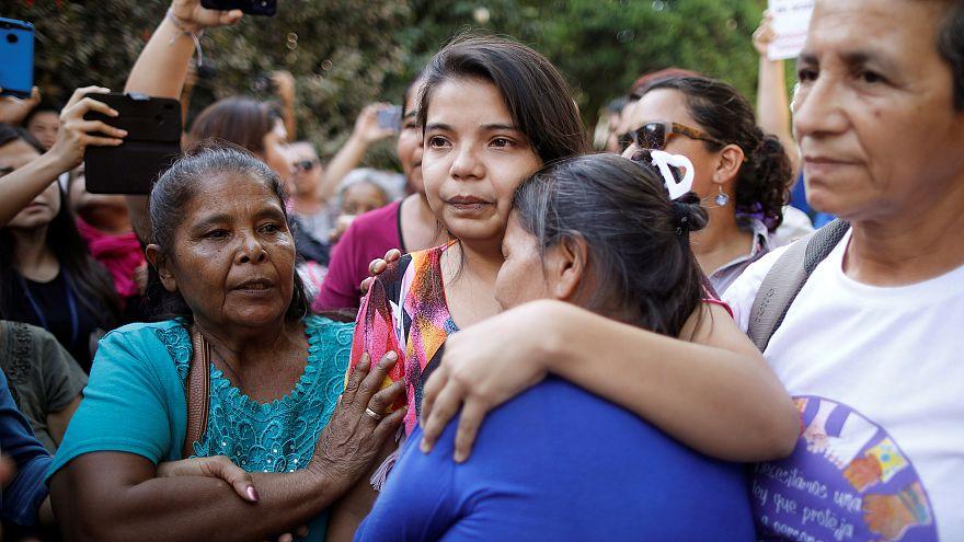 Mulher libertada depois de ser violada e julgada por aborto