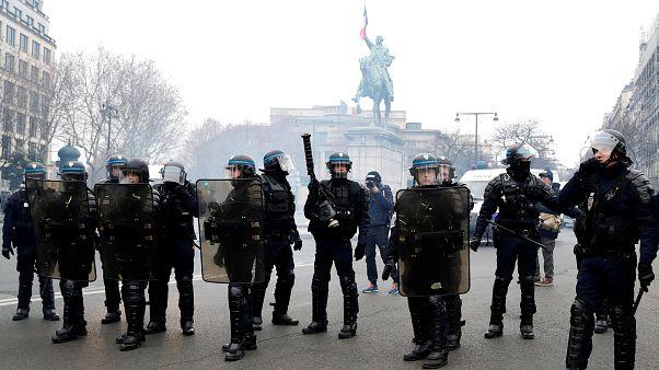 فراخوان اتحادیه پلیس فرانسه برای اعتصاب سراسری