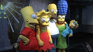 شاهد: أسرة سلسلة سيمبسون الكرتونية تحتفل بعيدها 30 في ناطحة سحاب نيويورك