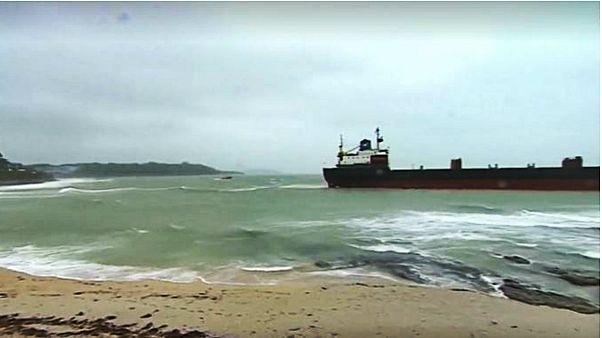Afrika'ya giden Rus kargo gemisi İngiltere'de karaya oturdu