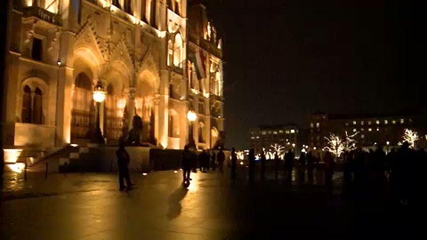 После шести дней протестов на акцию оппозиции в Будапеште вышли десятки людей