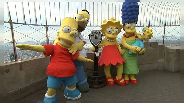 Video | Zirvedeki çizgi dizi Simpsonlar 30. yılını New York'un zirvesinde kutladı