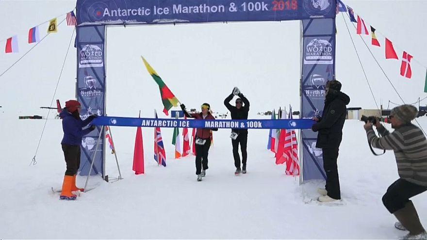Antartika Maratonu'nda hava şartlarına rağmen kıyasıya mücadele