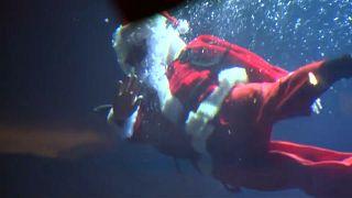 Санта-Клаус в Париже: ни оленя, ни саней