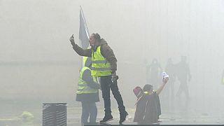 """شاهد: عناصر الشرطة في مواجهة """"السترات الصفراء"""" في بوردو الفرنسية"""