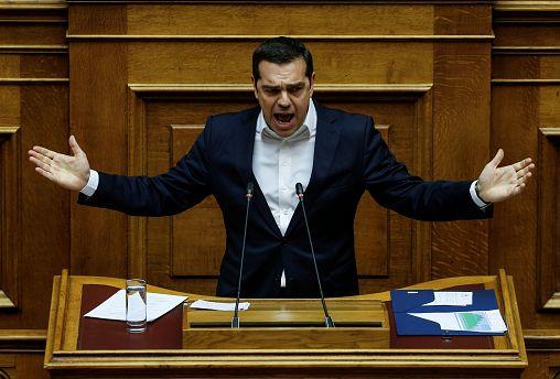 """La Grèce adopte son premier budget """"post-crise"""""""