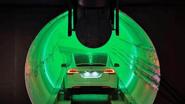 Musk bemutatta alagútját