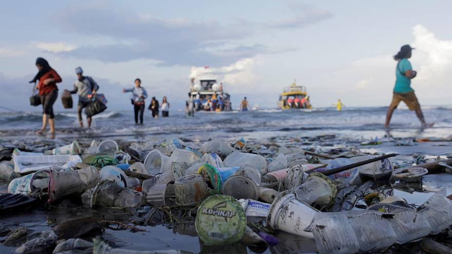 EU reaches agreement on single-use plastic ban