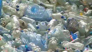 توافق داخل الاتحاد الأوروبي على حظر مؤقت لمنتجات البلاستيك ذات الاستخدام الواحد