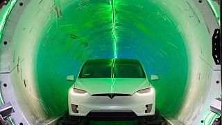 Trafik çilesini bitirmek isteyen Elon Musk ilk test tünelini tanıttı