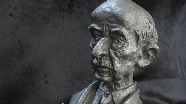 Tarihi karikatürler ilk kez heykel yorumuyla sergide: İnönü, Carter, Humeyni, Türkeş