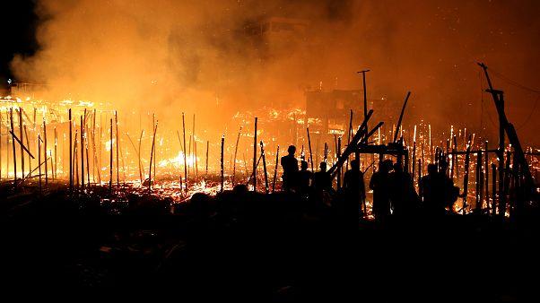 شاهد: حرائق تلتهم 600 كوخا في ضاحية مانوسا بالبرازيل