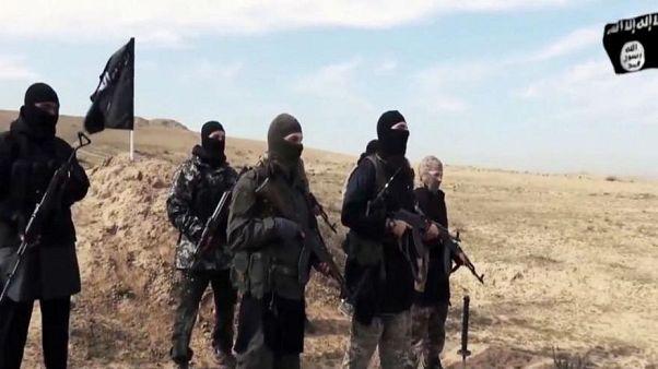 المرصد: تنظيم الدولة الإسلامية يقتل 700 سجين في شرق سوريا