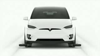 Elon Musk revela protótipo de túnel subterrâneo em LA