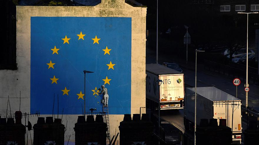 How would UK-EU trade be affected by a 'no deal' Brexit?