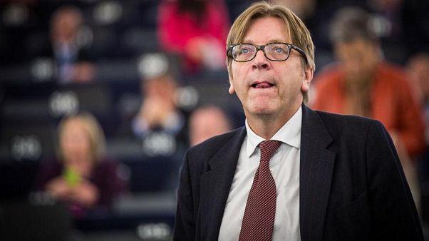 A facebookhoz fordult Verhofstadt, hogy vegyék le a magyar kormány róla készített videóját
