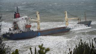 Шторм посадил на мель 127-метровое судно