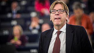 """Nach Euronews-Enthüllungen: Verhofstadt fordert Facebook auf, """"falsches Video"""" zu löschen"""
