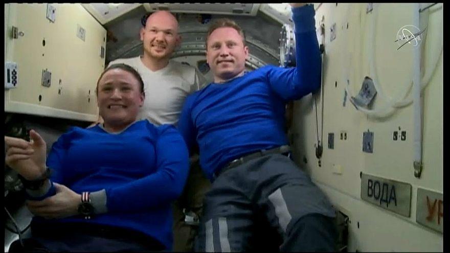 شاهد: 3 رواد من البعثة الفضائية 57 يعودون إلى الأرض