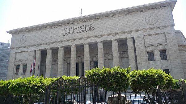 محكمة مصرية تبرئ 40 من العاملين بمنظمات غير حكومية في قضية التمويل الأجنبي