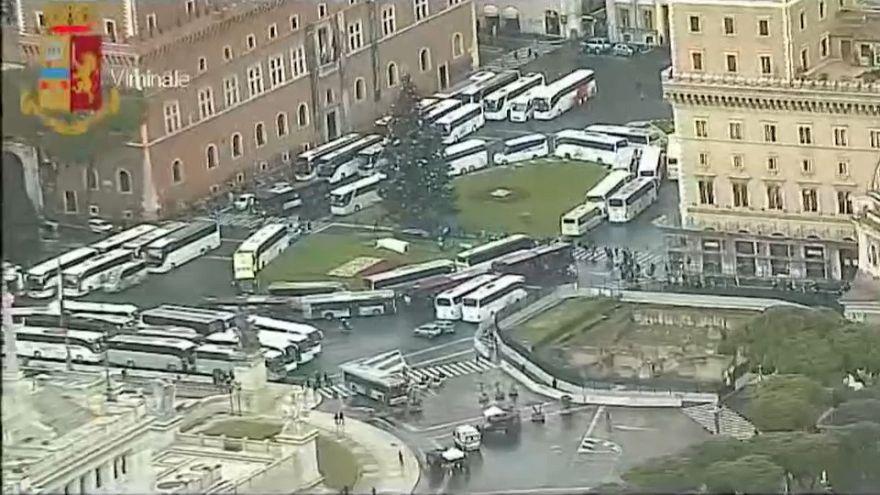 Roma bloccata dai torpedoni