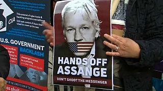 German MPs meet Julian Assange at London's Ecuadorian embassy
