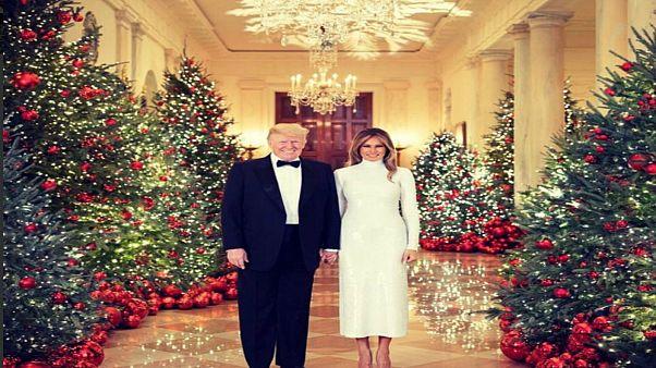 ملامح ميلانيا ودونالد  ترامب على الصورة الرسمية لعيد الميلاد توحي بوجود خلافات وجفاء
