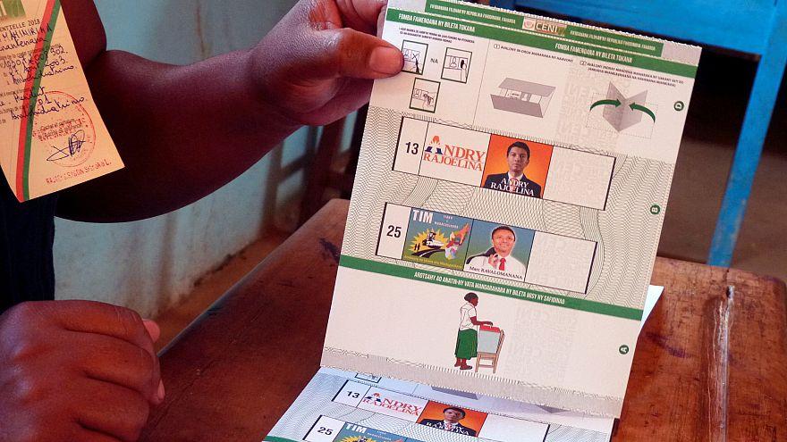 Madagascar : les  premiers résultats de la présidentielle divisent