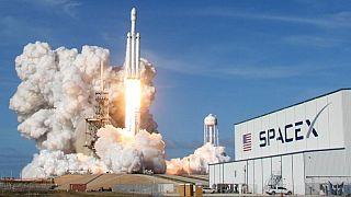 Space X Falcon 9 roketinin uçuşunu 3. kez erteledi