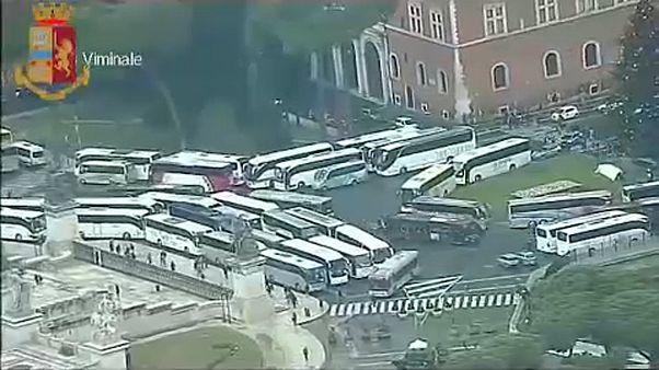 Autocares turísticos bloquean el centro de Roma
