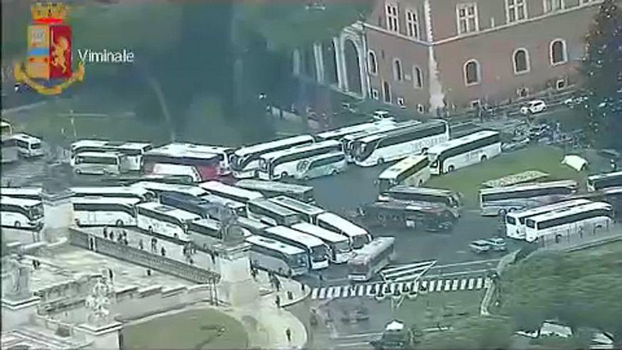 Róma: korlátozzák a turistabuszok behajtását