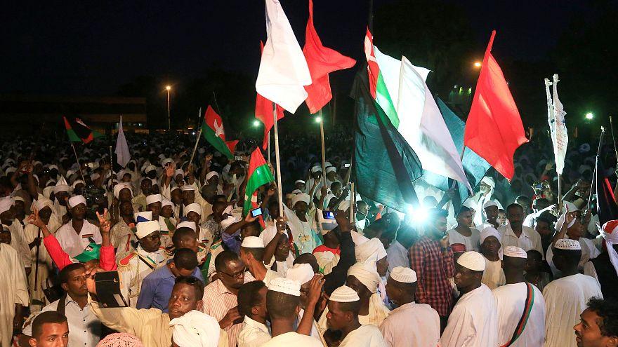 الرئاسة السودانية تقول إن قطر تدعم الخرطوم والاحتجاجات في الشارع مستمرة