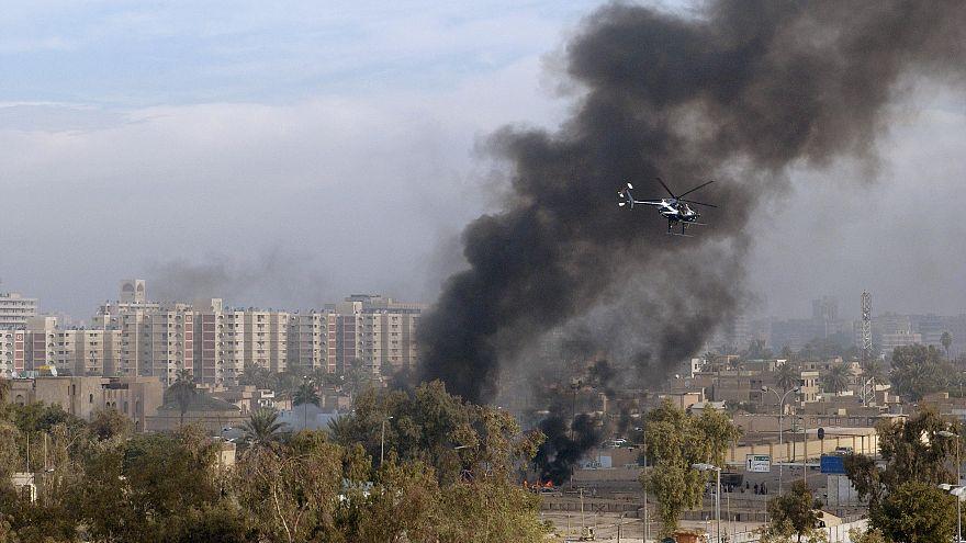 مروحية تابعة لشركة بلاكووتر تحلق فوق سماء بغداد عام 2004