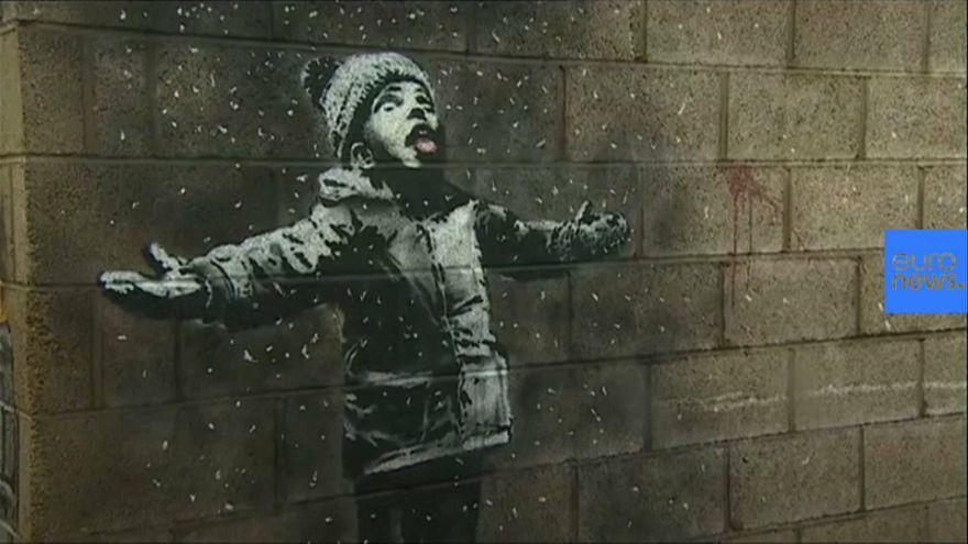 Un nuevo Banksy denuncia la contaminación industrial en una ciudad de Gales