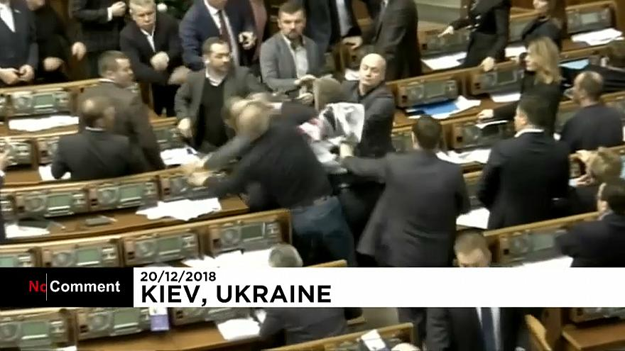 Ukraine : altercation au parlement