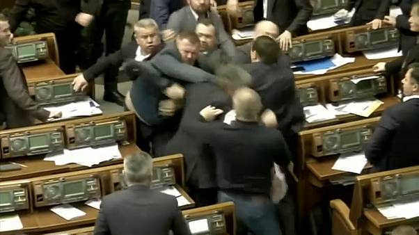 Ukrayna Parlamentosunda kavga çıktı