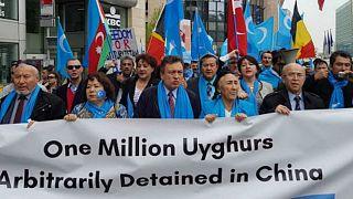 هل صدرت الصين لأمريكا ألبسة خيطت في معسكرات الاعتقال باقليم شنغيانغ؟