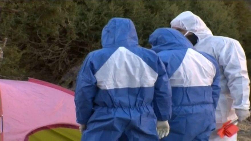 أخصائيون جنائيون في مسرح الجريمة في منطقة الحوز بالمغرب