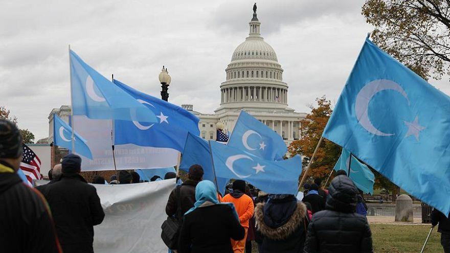 Uygur Türklerini baskı altına alan Çin'e ABD'de protesto