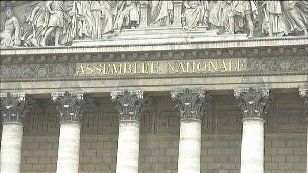 Francia, i gilet gialli fanno ancora paura: al varo nuove concessioni