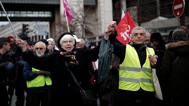 Megszavazta a parlament Macron béremelő intézkedéseit