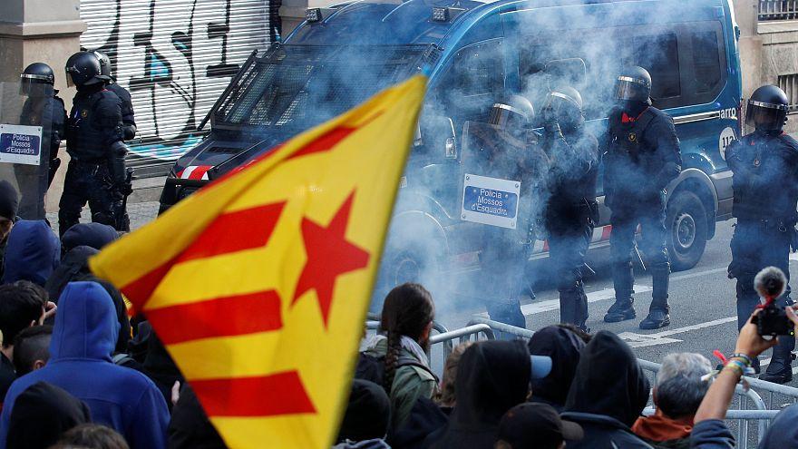 Barselona'da toplanan İspanya kabinesine ayrılıkçılardan protesto