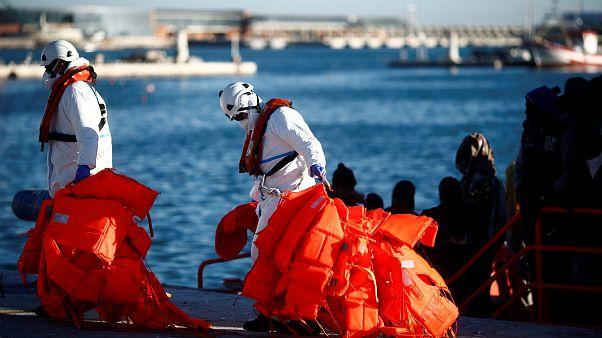 إنقاذ 40 مهاجراً حاولوا عبور القناة الإنكليزية على متن خمسة قوارب