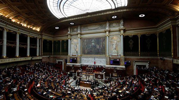 """الجمعية الوطنية الفرنسية تصادق على قانون """"السترات الصفراء"""""""