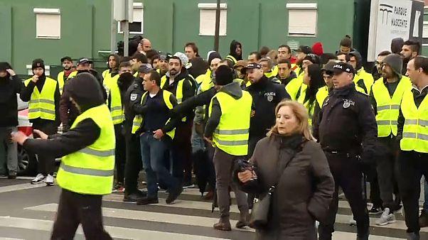 Sárgamellényesek tüntettek 17 portugál városban