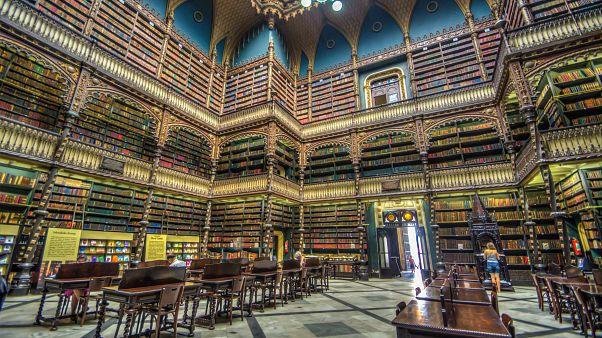 Video   Mimarisiyle ziyaretçileri büyüleyen Portekiz Kraliyet Kütüphanesi